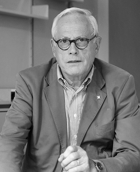 Designer Dieter Rams. Photo by Anne Brassier. © Vitsœ